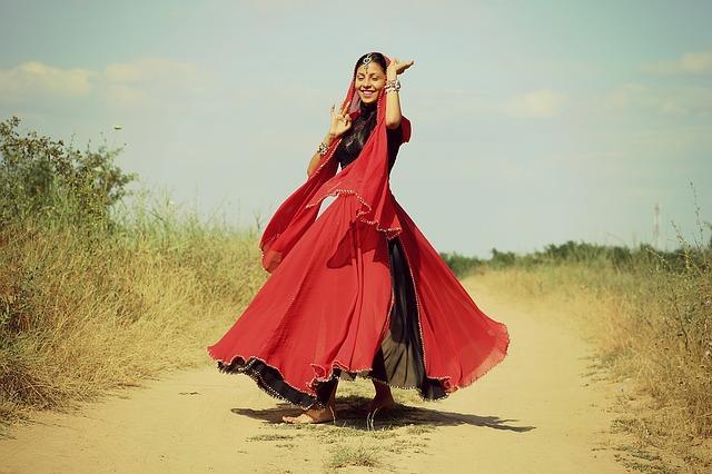 רקדנית מחול מזרחי