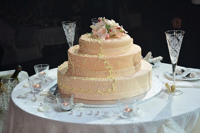 חתונה מיוחדת, אחרת