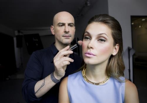 שפתון שקוף מבריק עלול להעצים את הקרינה האולטרא-סגולה