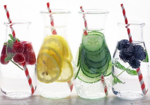 למה בעצם צריך להקפיד לשתות מים – ואיזה?