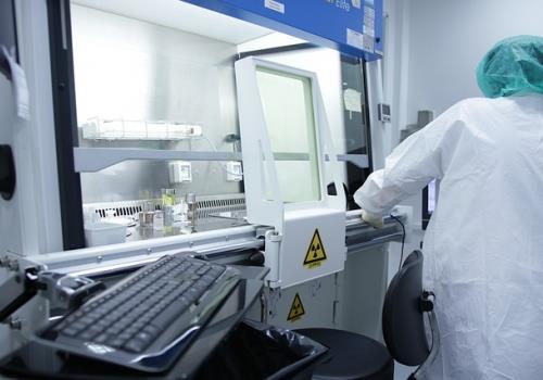 הקמת חדרים נקיים לתעשיית הרפואה והביוטכנולוגיה