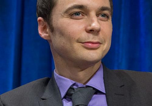 "ג'ים פרסונס  James Joseph ""Jim"" Parsons"