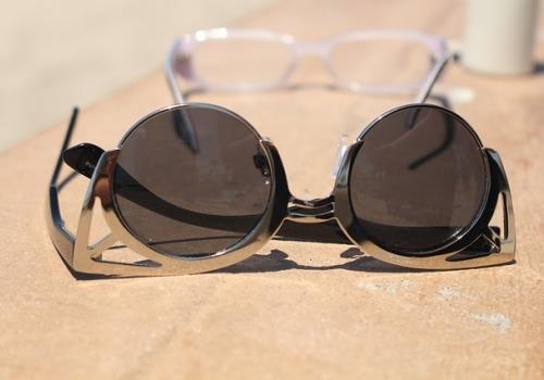 ים של דמעות - טיפים להתמודדות עם משקפיים בחוף הים!