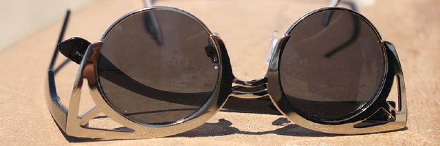 ים של דמעות – טיפים להתמודדות עם משקפיים בחוף הים!