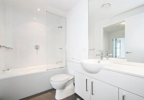 בהתאם לתקציב: טיפים לשיפוץ חדר אמבטיה